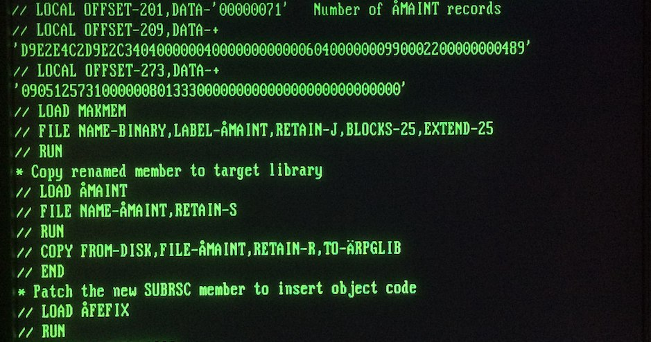 """A full screen command line terminal editor editing an OCL procedure in an IBM System/36 using the command """"FSEDIT"""" in the Programmer and Operator Productivity Aid (POP)."""